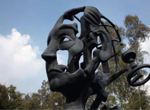 """Escultura de Juan de Dios Bátiz. Unidad Zacatenco. """"Primer lugar""""."""
