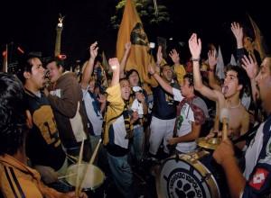 Festejo de los Pumas en el Ángel.