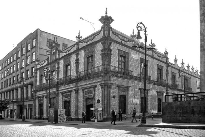 Recorrido por los murales de jos clemente orozco for Casa de los azulejos historia