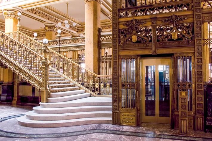 © Karina Flores. Escalera Palacio Postal.