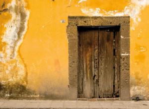 Puerta en amarillos