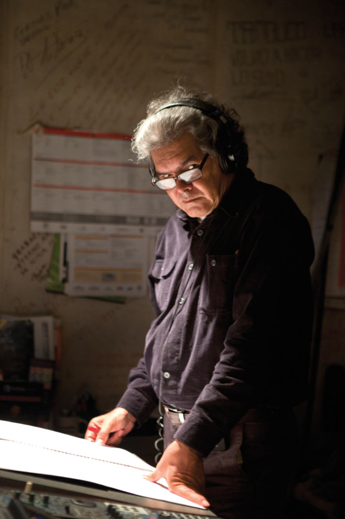 Arturo Márquez en cabina de grabación © UNAM