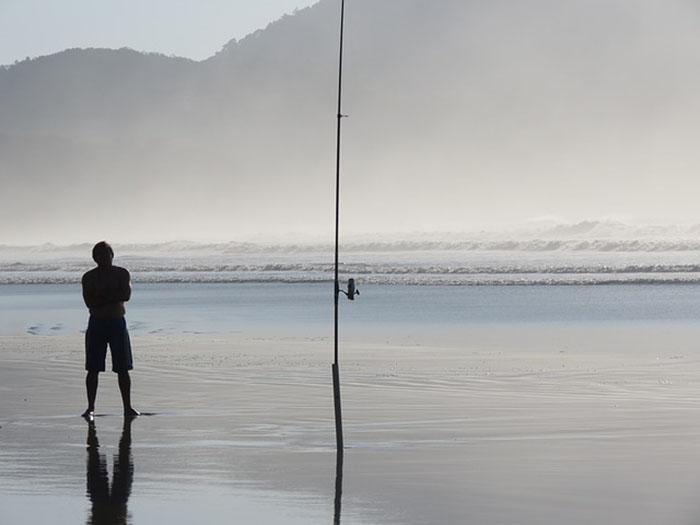 fisherman-817874_640