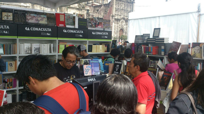stand libros-1024