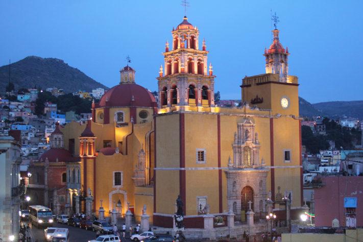 Basílica_Colegiata_de_Nuestra_Señora_de_Guanajuato_vista_de_noche-01